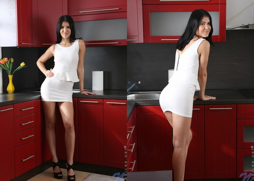Lady D - white dress - Teen Solo - Teen Picture Gallery