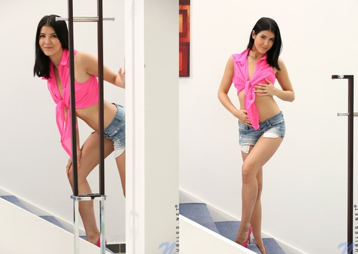 Lady D - naked on the stairs - Teen Sexy Photo Gallery