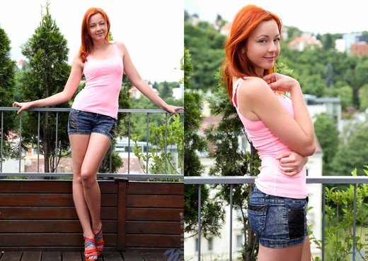 Elen Moore - spreading her pussy on the deck - Teen Sexy Photo Gallery