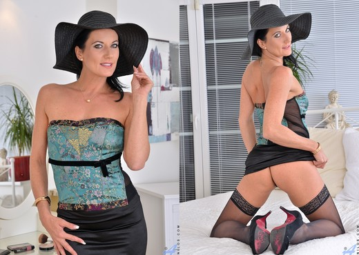 Celine Noiret - Star Quality - MILF Image Gallery