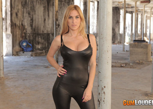 Valeria Blue - Fucked for demolition - Hardcore Porn Gallery