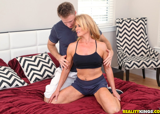 Amanda Verhooks - Cling To That Ass - MILF Hunter - MILF Hot Gallery
