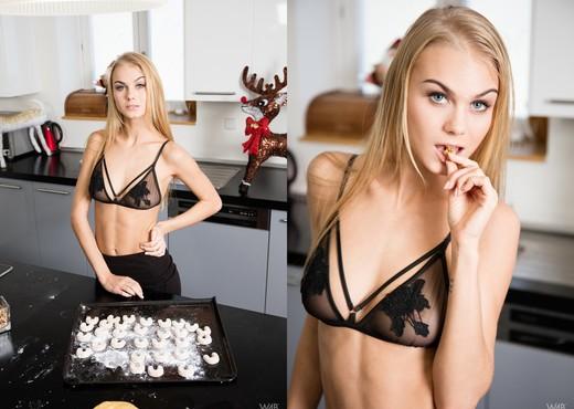 Xmas Sweets - Nancy A - Solo Nude Pics