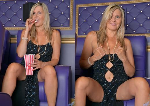 Velvet Skye - Sassy Mature Woman - MILF Image Gallery