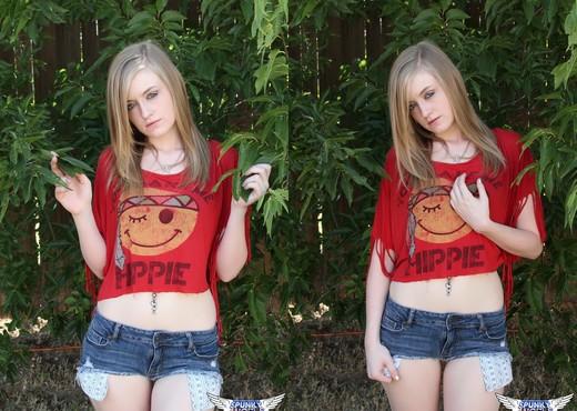Mandy Roe - Hippy - SpunkyAngels - Solo Nude Pics