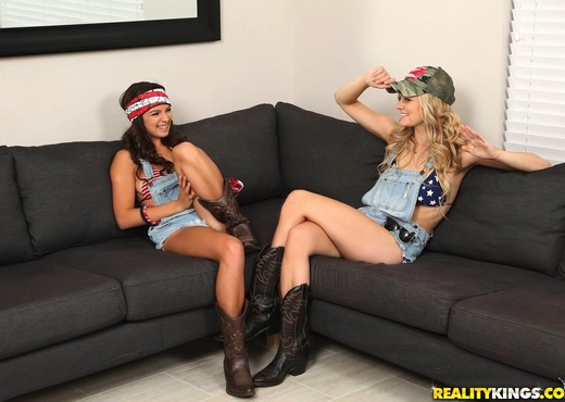 Shae Summers, Alli Rae - Country Lust - We Live Together - Lesbian Hot Gallery