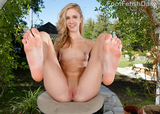 Rachel James Exposes Her Feet and Gets a Cock-Filled Pussy - Hardcore Porn Gallery