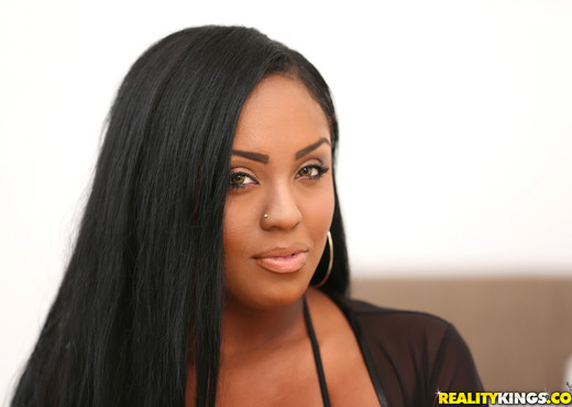 Layton Benton - Butt Boss - Round And Brown - Ebony TGP