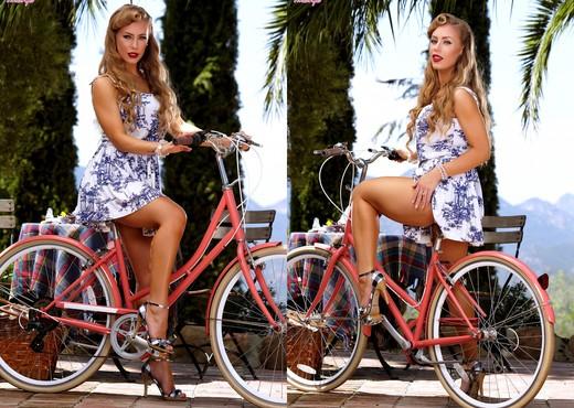 Nicole Aniston - Luscious Nicole - Pornstars Image Gallery