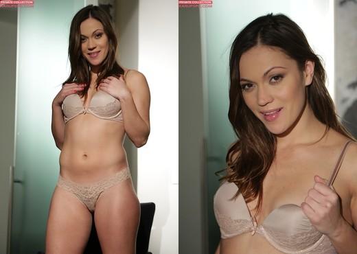 Alyssa Reece spreading and fingering herself - Solo Porn Gallery