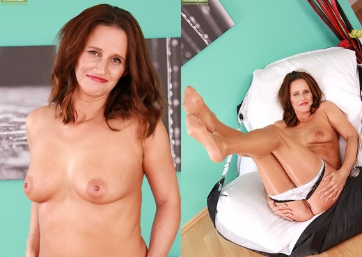 Susie Lovah - playing with her vibe - MILF Sexy Photo Gallery