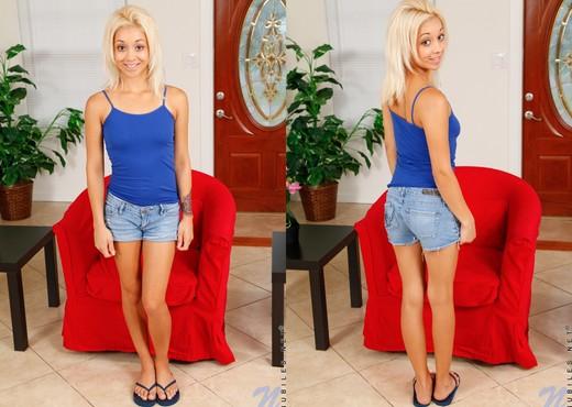 Ivy Stone likes her big vibrator - Teen Nude Gallery