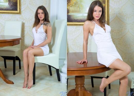 Sveta - glass dildo is her new fav toy - Teen Nude Pics