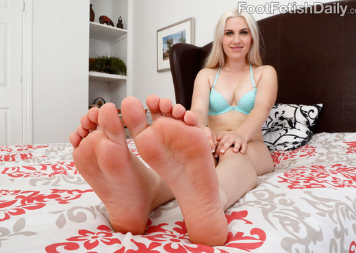 Niki Snow Strokes Cock with Her Cute Toes - Hardcore Nude Gallery