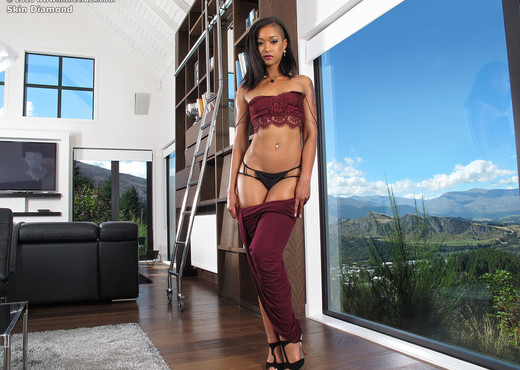 Skin Diamond's chocolatey ass - Pornstars Hot Gallery