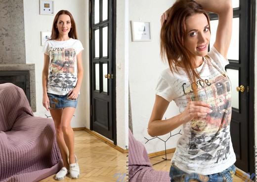 Nikka - thin teen spreading her pussy - Teen Sexy Gallery