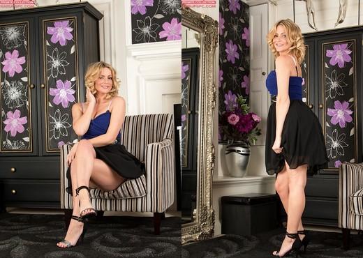 Vanessa Scott - hot blonde exposing her hairy bush - Solo Hot Gallery