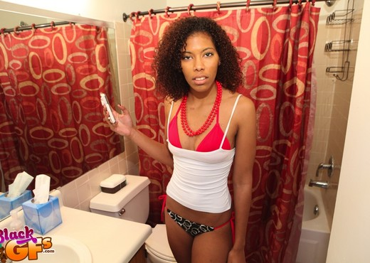 Gina - Sexy Selfie - Black GFs - Ebony Nude Pics