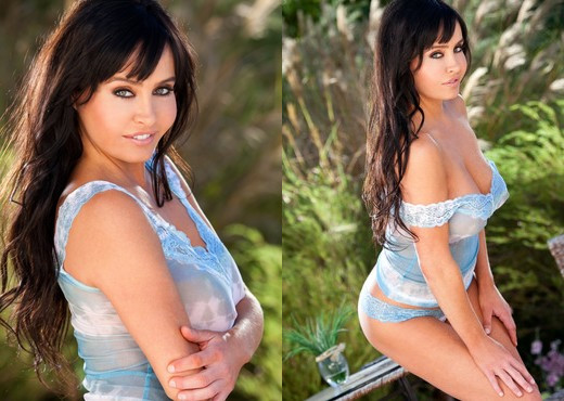 Kelli Mccarty Pops Out Of Her Light Blue Top - Solo Hot Gallery