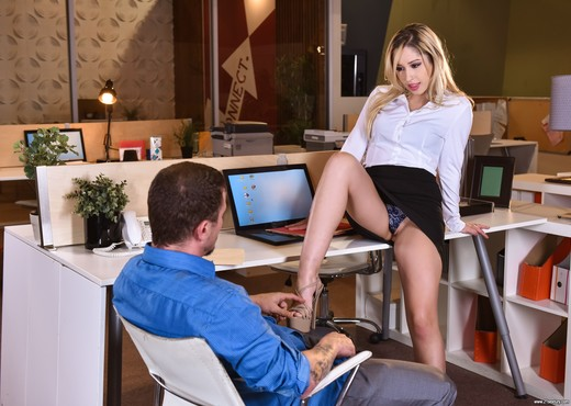 Goldie Rush - Footsie In The Office - Hardcore Nude Pics
