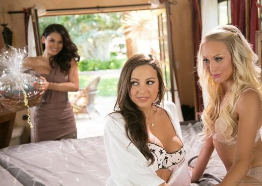 Vanessa Veracruz, Abigail Mac, Natasha Voya - Lesbian Sexy Gallery