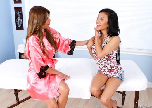 Charmane Star, Sydnee Taylor - Au Naturel - Lesbian Sexy Gallery
