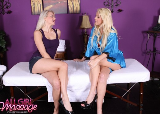 Annika Albrite, Courtney Taylor - Old High School Friend - Lesbian Picture Gallery
