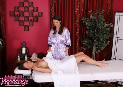 Shyla Jennings, Lizz Taylor - One Horny Client - Lesbian TGP
