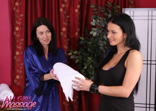Bailey Brookes, RayVeness - Backstage Pass - Lesbian Nude Pics