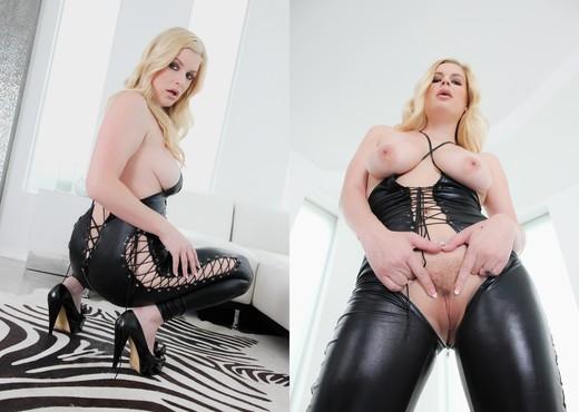 Strap On Anal Lesbians #02 - Lesbian HD Gallery