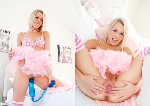 Jayden Lee, Zoey Monroe - Pussy Acrobats - Lesbian Image Gallery