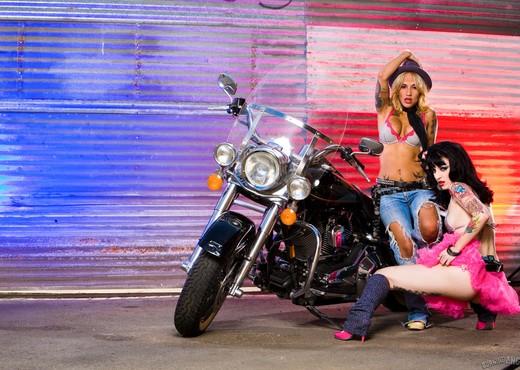 Draven And Regan Reese Craigslist Fuck - Lesbian Image Gallery