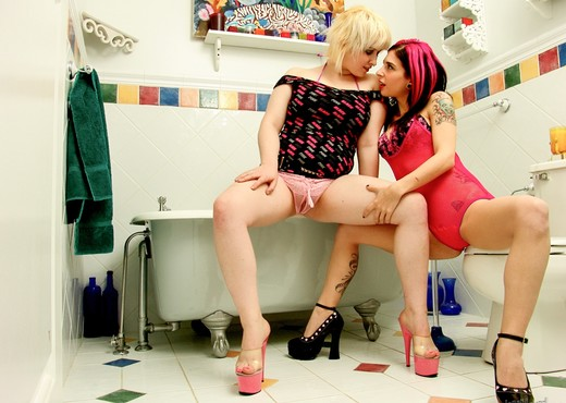 Joanna Angel, Sarah - A Visit From Sarah - Lesbian HD Gallery