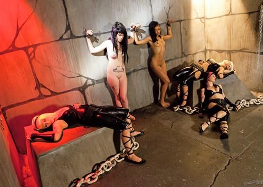 Skin Diamond, Kelly Chaos - Slave Den Orgy - Hardcore TGP
