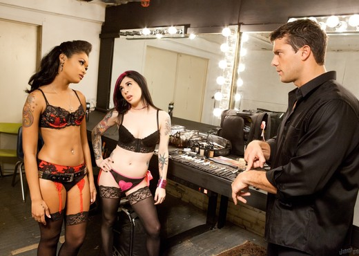 Joanna Angel, Skin Diamond - Anti V-Day Threesome - Hardcore Nude Gallery