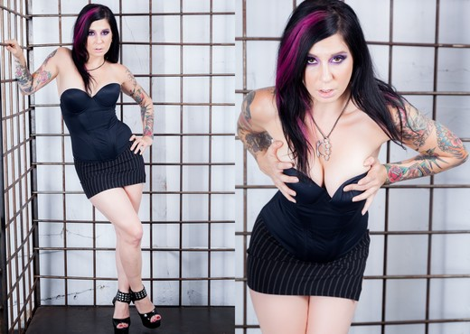 Joanna Angel - Mystery Gift! - Solo Nude Gallery