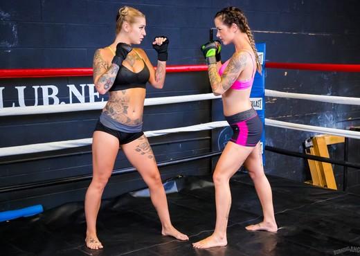 Ronda ArouseMe - Round 4 - Lesbian Nude Pics