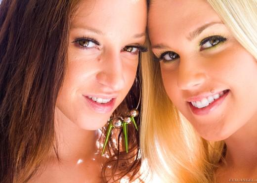 Jada Stevens, Roxy Raye - Double Speculum Club - Ass TGP
