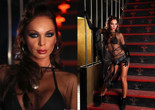 Christina Bella - Into The Dark - Hardcore HD Gallery