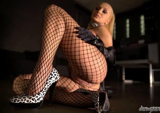 Lea Lexis - Movement - Daring Sex - Hardcore Picture Gallery