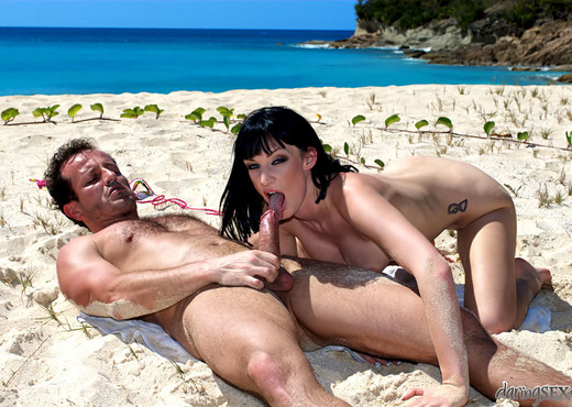Sofia Valentine, George Uhl - Caribbean Connection - Hardcore Nude Gallery