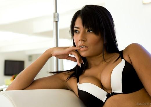 Shazia Sahari, Giovanni Francisco - Heavenly Moments - Hardcore Sexy Photo Gallery