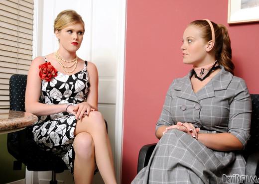 Sindee Shay, Sierra Skye - This Isn't Madmen - Lesbian Sexy Gallery