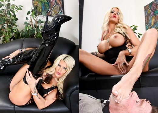 Michelle Mclaren, Kyle Stone - Femdom Ass Worship #10 - Ass Sexy Gallery