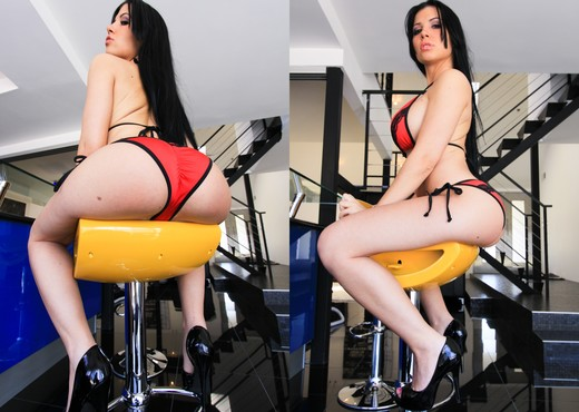 Rebeca Linares - Back 2 USA - Solo Sexy Gallery
