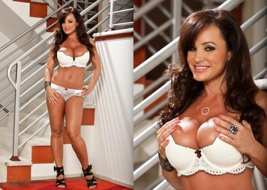 Lisa Ann - Starstruck #02 - MILF Nude Pics