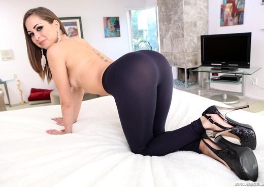 Riley Reid - Spandex Loads #03 - Ass Image Gallery