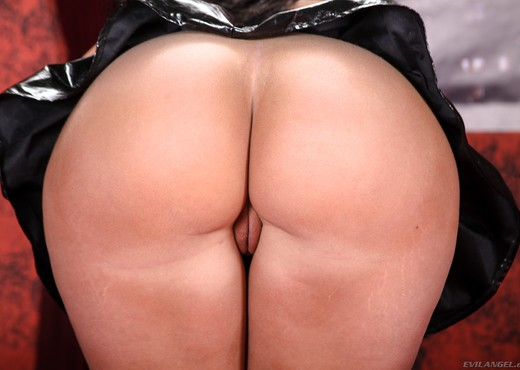 Kelly Divine - Femdom Ass Worship #09 - Ass Hot Gallery