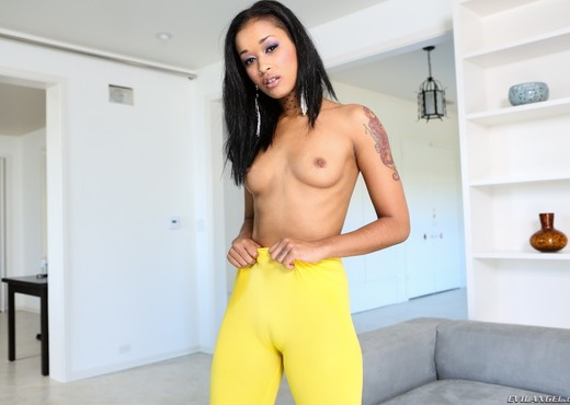Skin Diamond - Spandex Loads #04 - Ass Hot Gallery