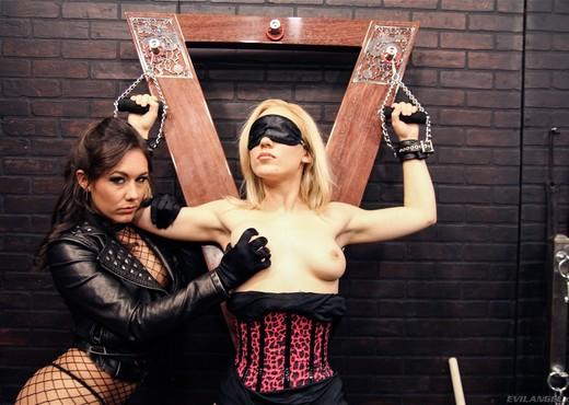 Sinn Sage, Lily Labeau, Casey Cumz - Bitchcraft #09 - Lesbian Sexy Gallery